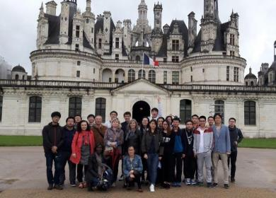 Mundus students visiting the castle of Chambord